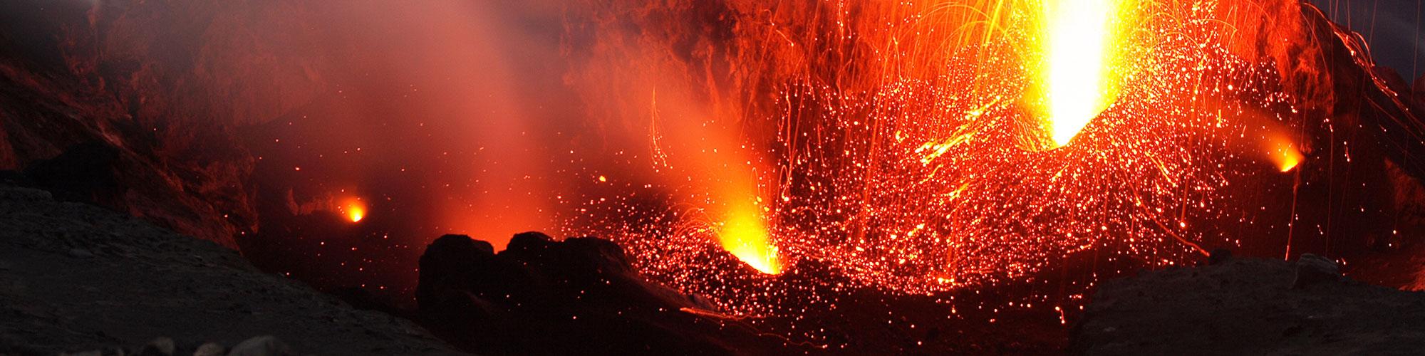 Entre volcanes: las Eolias y la Sicilia - El País Viajes